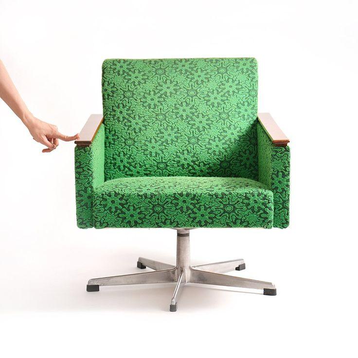 Swivel retro chair