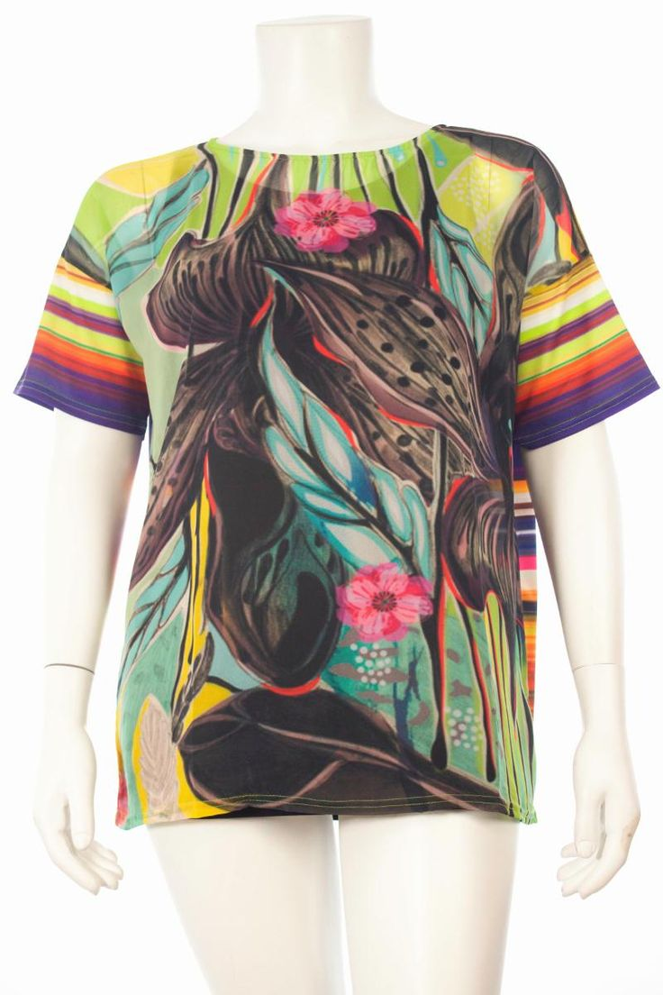 Shirt exotische bloem. | Shirts | Grote maten damesmode vind je bij modezza.