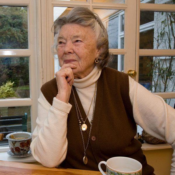 """Diese Frau hat uns so viele romantische Lesestunden und TV-Abende beschert. Rosamunde Pilcher (85) zog so """"nebenbei"""" vier Kinder groß und"""