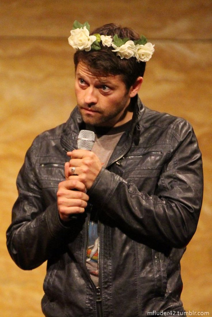 If I could, I'd make all the famous dudes I'm super into wear flower crowns, so far I think only three have, including this piece of gorgeous