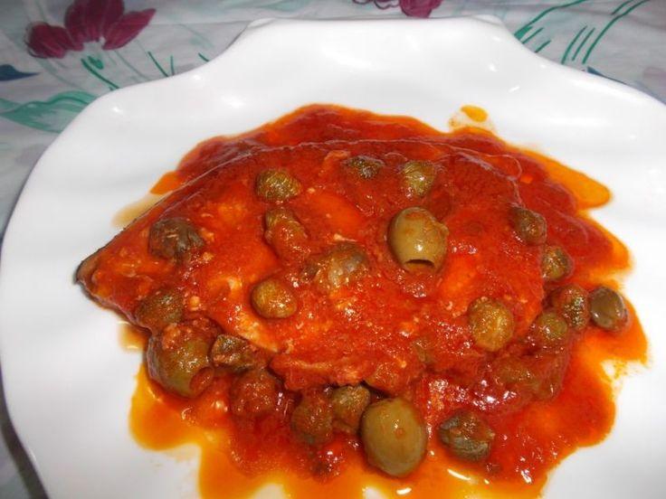Questa ricetta unisce ingredienti storicamente affini tra loro per dar vita ad un piatto succulento e ricco di proprietà nutritive...#Pescespada con #capperi ed #olive #sicilianfood  #sicilia #sicily  #italianfood