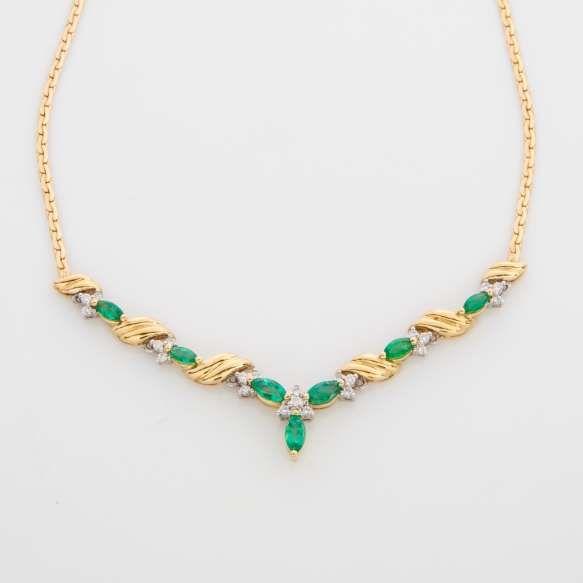 H.Stern - Colar de ouro amarelo 18k, diamantes lapidação brilhante e navetes de esmeralda. Cerca de 12,2g.