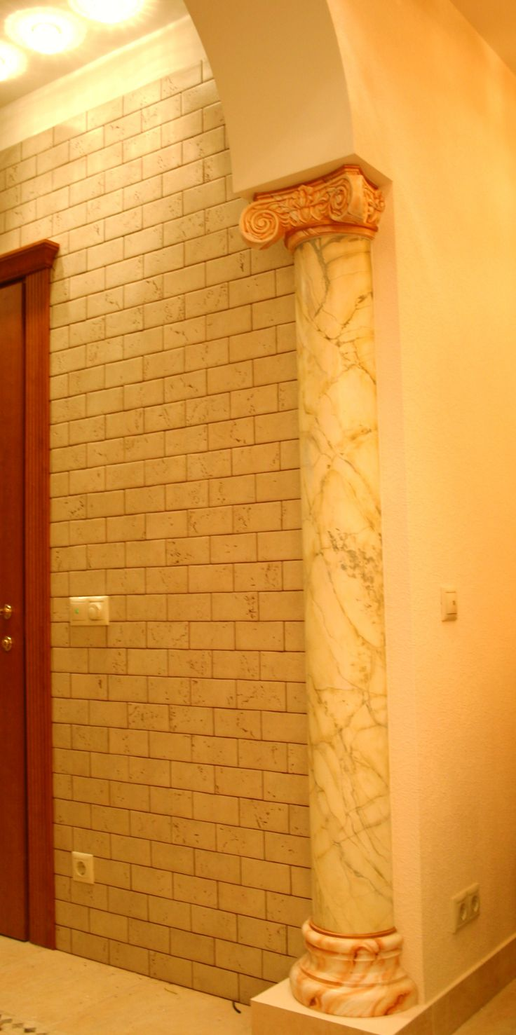 colonna con marmo immitato ( M Sambur,O Suprunovskiy)