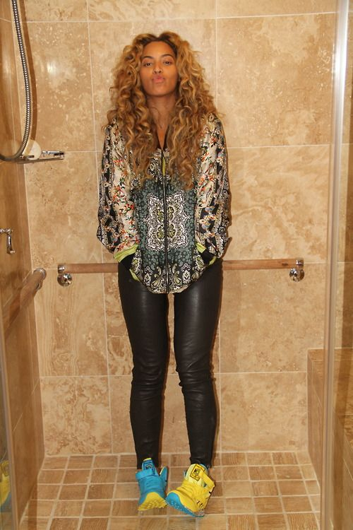 Beyoncé in our Super Skinny Leather Pants in Noir. One word: fabulous.