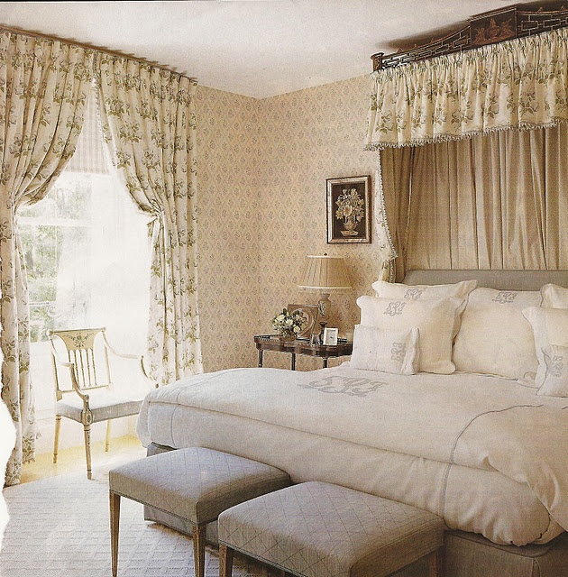 I am a sucker for English bedrooms.  Wallpaper.  Draperies.  Valances and cornices.  Canopied tester beds.  I love it all.