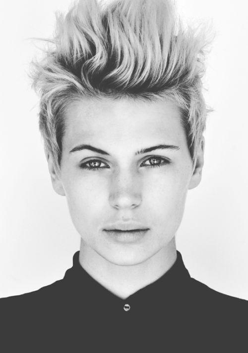 Madison Paige portrait SIA Cheveux courts, Coupe de
