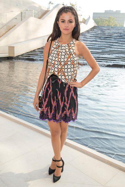 El vestuario de la cantante ha evolucionado hasta convertirse en un referente de estilo. Descubre todos los looks de Selena Gómez