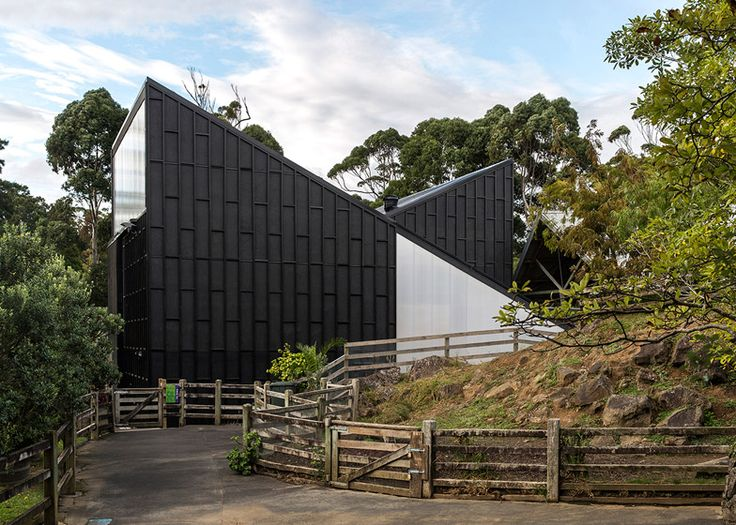 Auckland Zoo giraffe shelter by Monk Mackenzie and Glamuzina Patterson