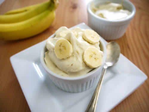 glace banane thermomix, une délicieuse recette pour votre dessert ou décorer vos gâteaux. Un délice pour toute la famille, facile avec votre thermomix.