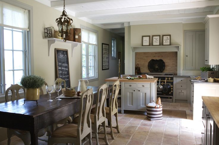 Love!!! Table, chairs, windows, floor! A wonderful kitchen!