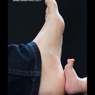 パパと比べっこ♪  #bebefoto #bebe-foto #ニューボーン #ニューボーンフォト #ニューボーン撮影 #ニューボーン写真  #新生児 #新生児フォト #新生児写真 #出産準備 #ベビーフォト #妊婦 #マタニティライフ #マタニティ #横浜 #川崎 #多摩