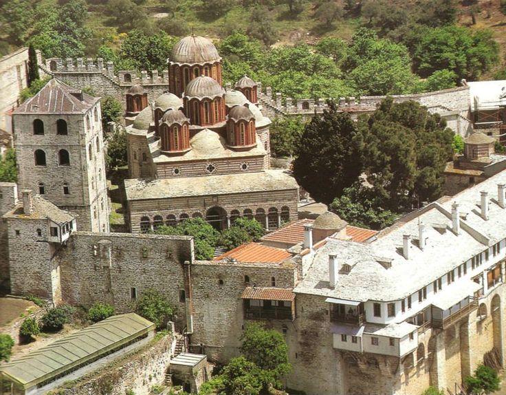 Η επάκταση των αρχών του 19ου αι. με το νέο καθολικό και το κωδωνοστάσιο (Ιερά Μονή Ξενοφώντος) - The 19th century extension, with the new katholikon and the bell-tower (Holy Monastery of Xenophontos)