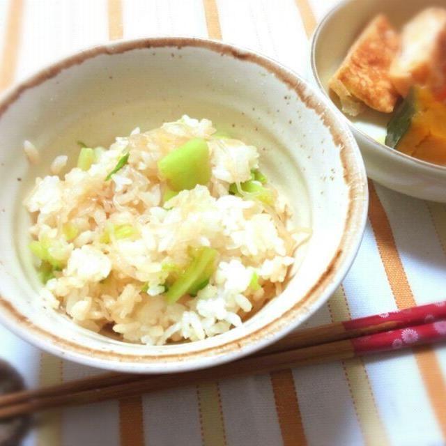 美味しいからかて飯ついつい作るけれど塩分ね!気をつけよう…( ´`) - 31件のもぐもぐ - 大好きかてメシ!甘辛糸コンと小松菜ご飯 by めい