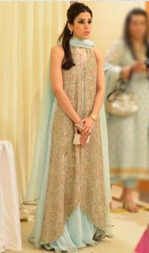 love this simple Pakistani dress u can wear on your mehndi
