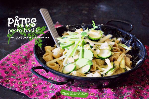Pâtes pesto basilic aux courgettes crues et amande effilées