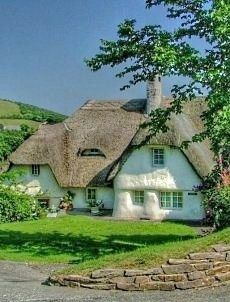 Oh my, what a darling cottage! (mkc from Victoria Wallace).