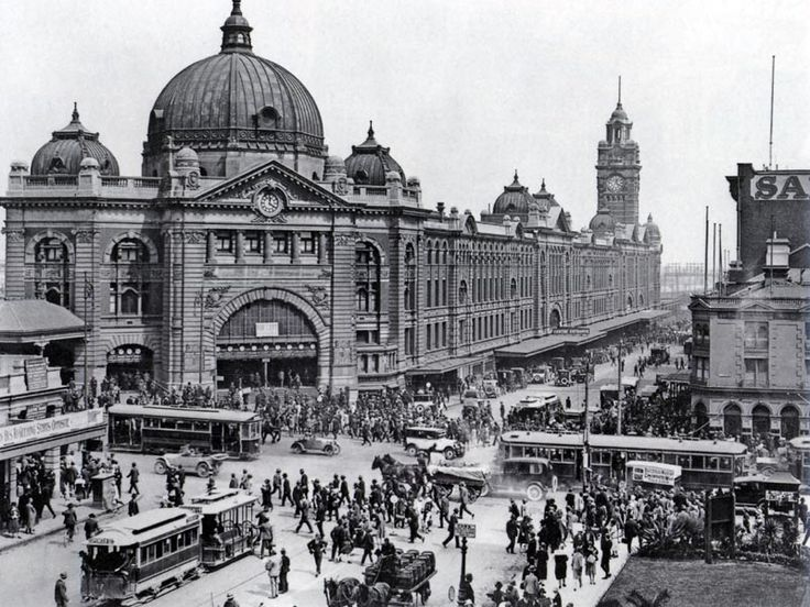 Flinders Street Railway Station, Corner of Swanston and Flinders Streets, Melbourne circa 1915