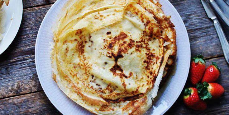 Plättar | Små söta plättar med sylt och grädde, det blir inte gärna godare än så. Stek gärna i riktigt smör - det gör underverk för både smak och utseende.