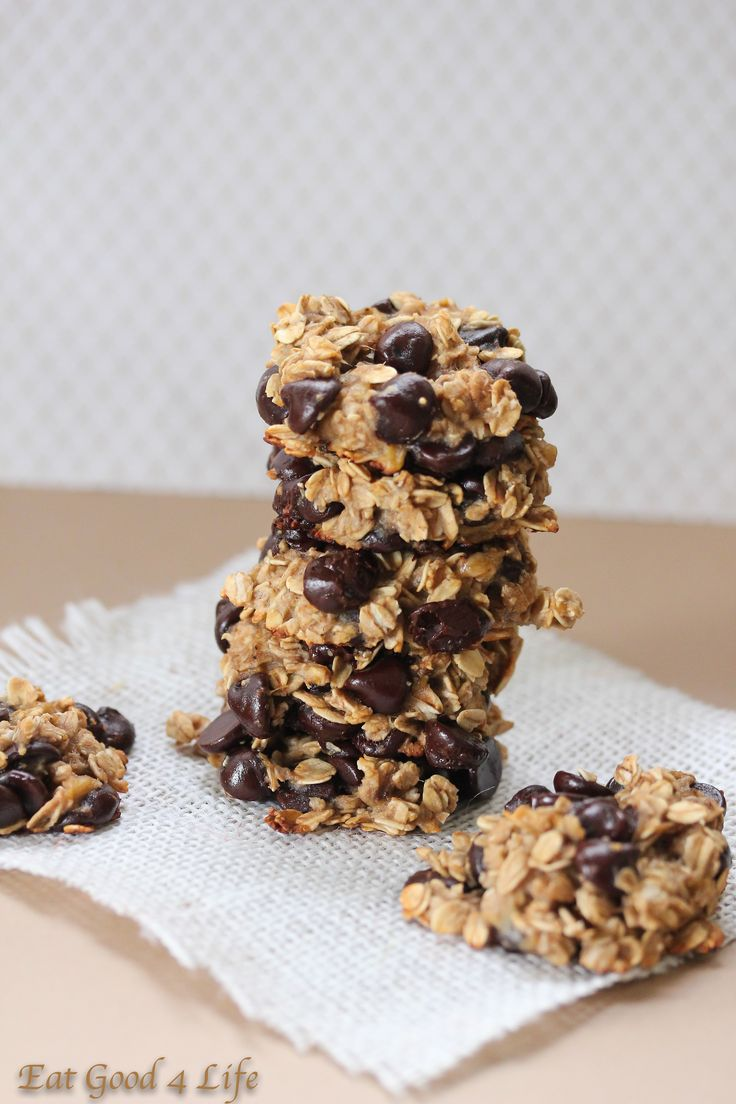 Vegan Banana Chocolate Chip Cookies | Eatgood4life.com These cookies only have 3 ingredients and 55 calories. They are vegan, gluten free, nut free, and dairy free. If you need a healthy cookie for this Christmas this is it. #healthy #vegan #glutenfree #cookies