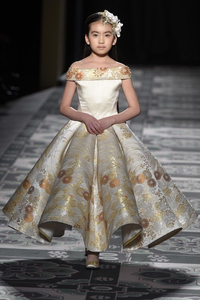 Laurence Xu Couture Spring 2015 - Slideshow - Runway, Fashion Week, Fashion Shows, Reviews and Fashion Images - WWD.com