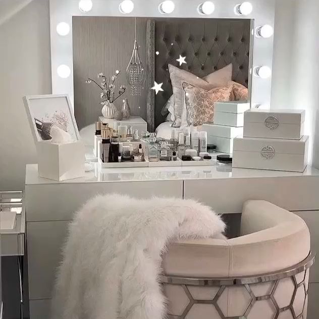 Dressing room goals from @noplacelikehome2018 featuring our Audrey Hollywood Mirror | Makeup Mirror with Lights | Dressing Table Mirror with Lights | Vanity Mirror with Lights | Illuminated Makeup Mirror | Light Up Makeup Mirror | Hollywood Mirrors #hollywood #hollywoodmirror #hollywoodmirrors #dressingtable #dressingroom #vanitygoals #vanitymirror #mua #makeup #makeuptips #makeupartist #makeupmirror #beauty #beautytip #beautyblogger #mirror #hollywoodmirrorsofficial