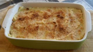 Ovenschotel met witlof en zalm. #koolhydraatarm: puree van bloemkool/knolselderij. Geen paneermeel maar fijngemalen knabbelspek, parmezaanse kaas of amandel-/kokosmeel.