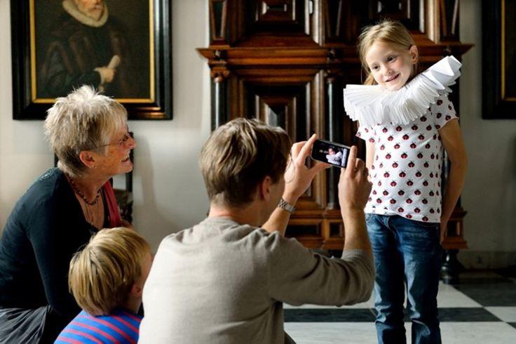 Muiderslot, Opa's en Oma's mogen in de herfstvakantie gratis naar binnen!