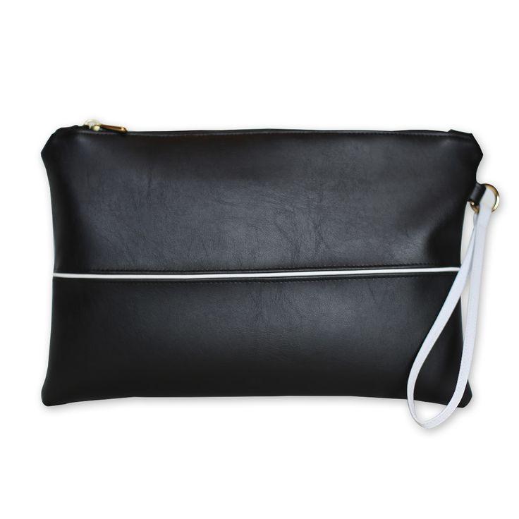 Pochette nera in ecopelle con interni in cotone, morbida e confortevole, interamente lavorata a mano .Acquista online i prodotti di Land and Sea su STORE.GRIFFALIA.COM | #bag #pochette #cotton #leather #madeinitaly #style #griffalia #fashion #eccellenzeitaliane