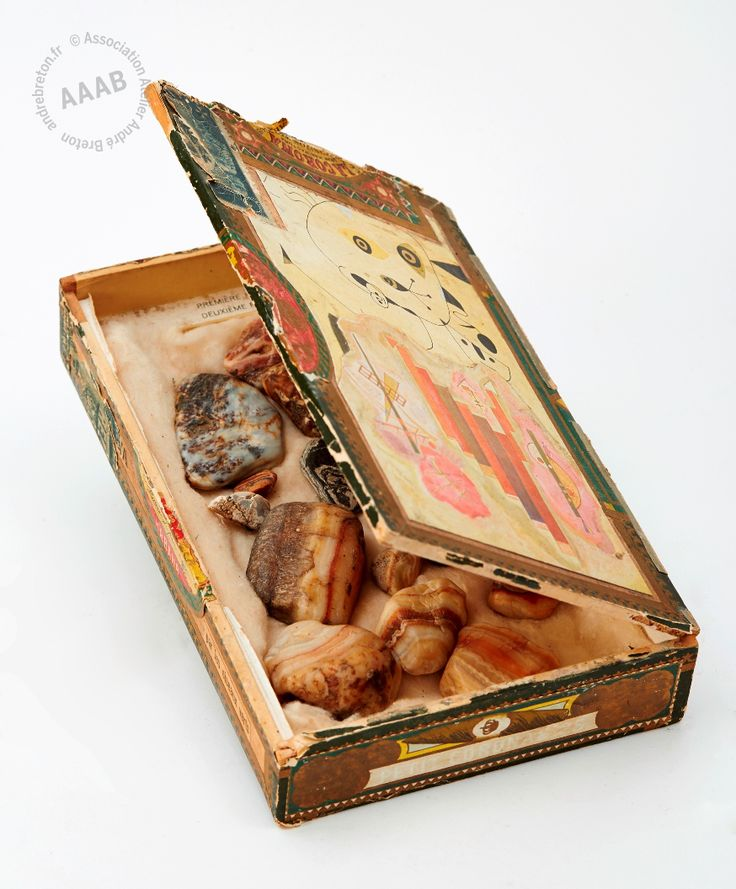 Quinze agates et un lapiz dans une boîte à cigares (André Breton)