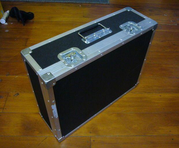 build a flightcase pedal board guitar head pedalboard diy guitar pedal guitar pedals. Black Bedroom Furniture Sets. Home Design Ideas
