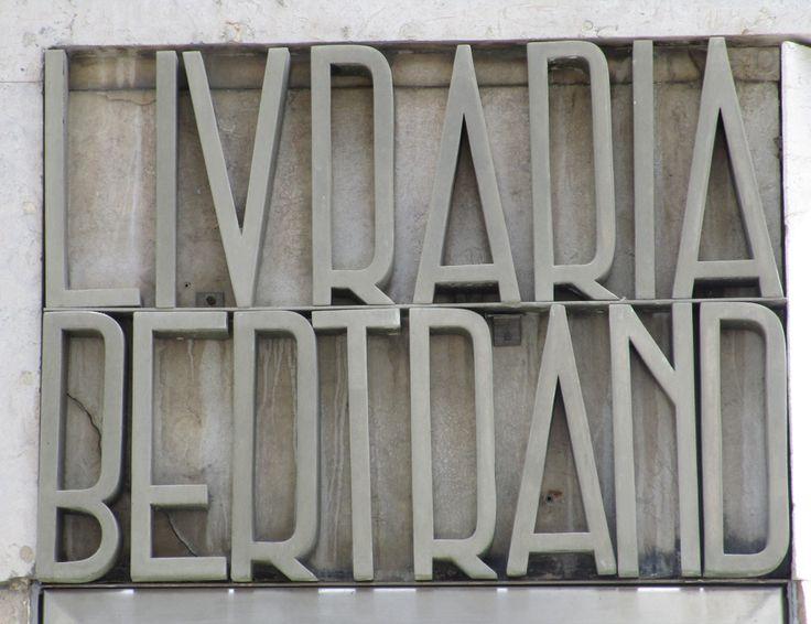 """Rètol """"Livraria Bertrand"""" Considerada la llibreria en actiu més antiga del món. Lisboa. foto miquel"""