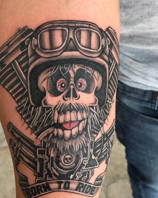 Born To Ride Tattoo Video In 2020 Tattoos Biomechanical Tattoo Hip Tattoo