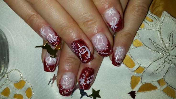 Rotes Glitzerfrench mit weihnachtlichen Stampingmotiven rotes French mit roten Glitter und Stamping Motiven