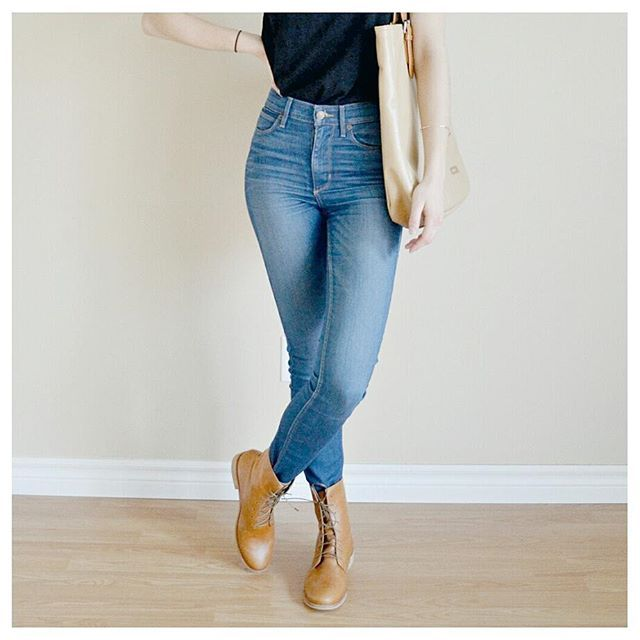 Ethical fashion on a budget? @love_justly has you covered! These boots are up for almost half the original price! Head on over to the blog (link in bio) to learn more about Love Justly and for a mini-review of these @fortressofinca boots!   Ethical outfit details:  Shirt - @simonesrose   Jeans - old, #30wears   Boots - @love_justly + @fortressofinca   Bag - old, #30wears