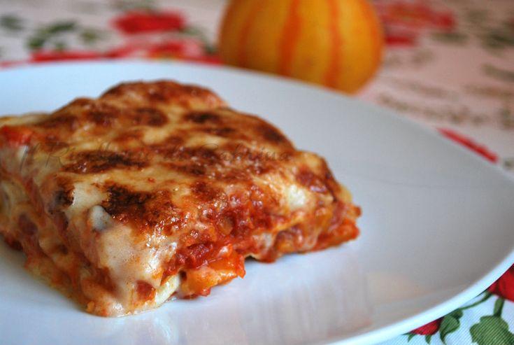 Le lasagne alla zucca sono di facile preparazione e regalano un gusto morbido e ricco, per un pranzo diverso.