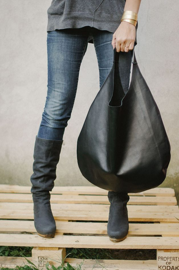 Black simple leather shoulder hobo bag.  Soft italian leather. No lining,no internal pockets. Simple all day large bag .  Aprox. Measurements:   W 48 cm x H 57 cm.(18,89 in 22,44 in...