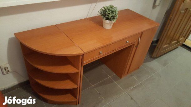Íróasztal alkalmi áron eladó: Szép állapotban lévő íróasztal sürgősen eladó mert szükségünk van a helyre.