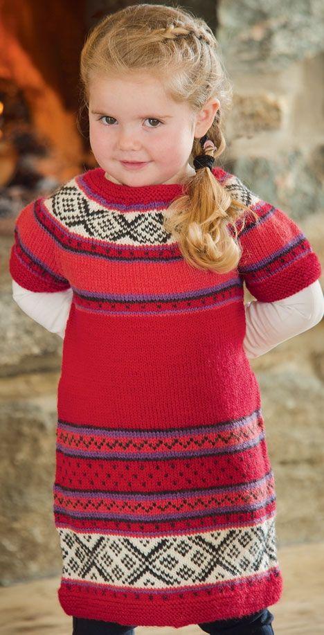 Årets sødeste julekjole er strikket i et lækkert blødt uldgarn, der kan maskinvaskes.