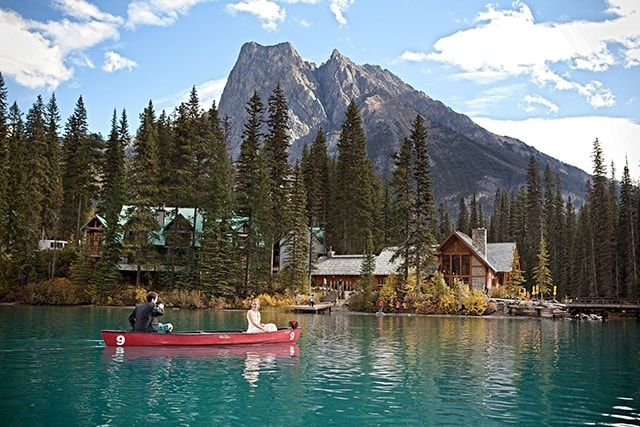 Emerald Lake Lodge, Field