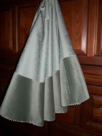 how to make a christmas tree skirt from wedding dress
