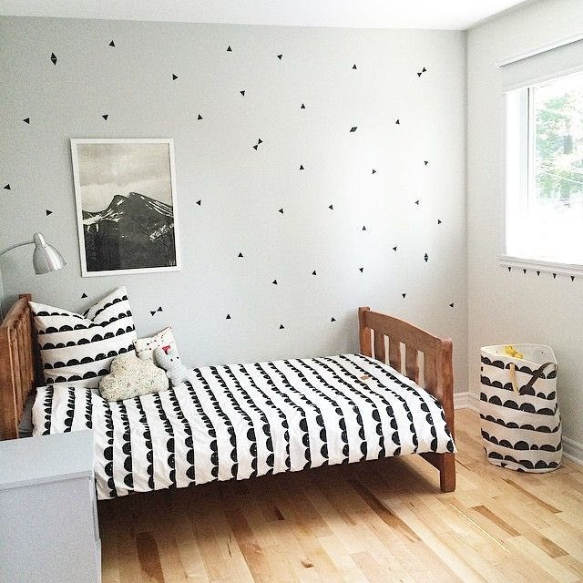 boy's bedroom  modern, scandinavian kid's room, triangle wallstickers, fine little day poster, skog poster, gray wall kid's bedroom, ferm living bedding