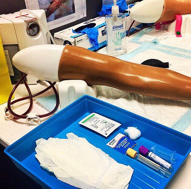 Brushing up on my clinical skills! Clinical skills practise is such a nice break from sitting in lectures. This session was all about practising venous puncture. What better way to start practising than on a fake arm before we get to real patients next year. Practise makes perfect.  . #TMPtakeover by @walesemily - she'll be giving you a taste of post-grad medical student life at @cardiffuni every Friday! . . . #study #medicine #cardiffuni #venouspuncture #phlebotomy #practicemakesperfect…