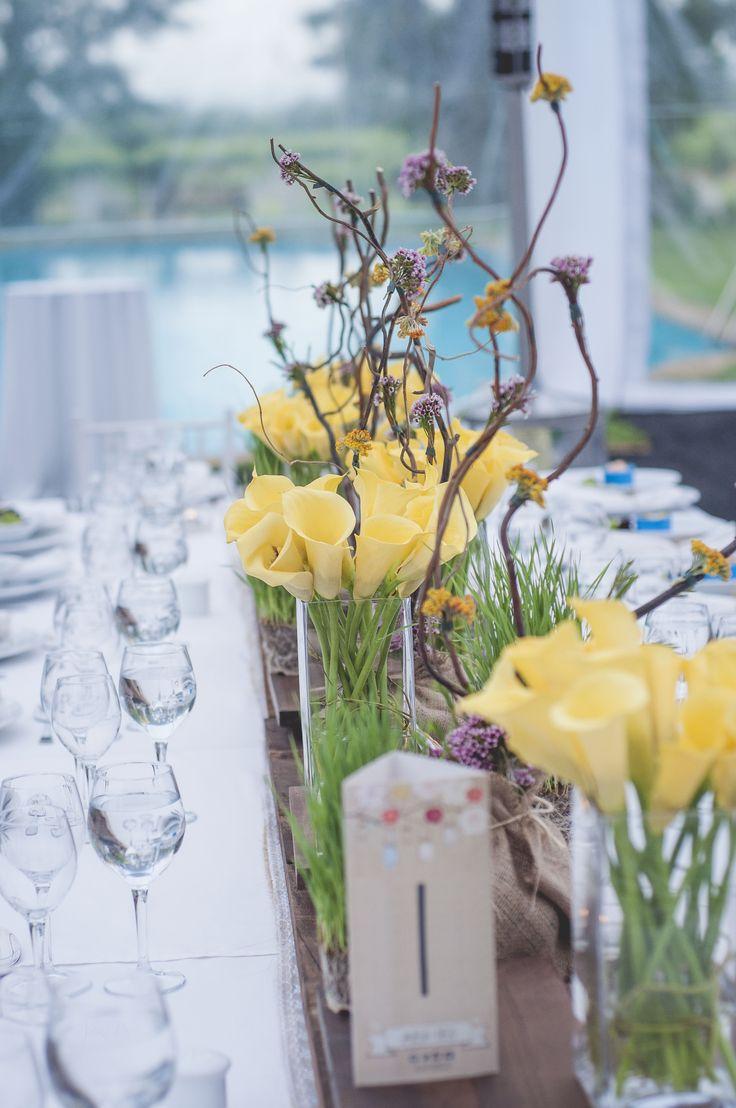 arreglo de flores de las mesas de invitados al matrimonio / flower arrangement the bureaux of wedding guests.
