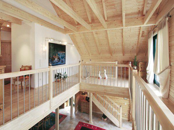 Blockhäuser: Massives Holzhaus - ganz modern ...