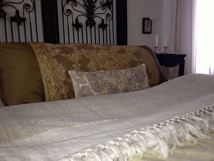 Our lovely thick, looped linen blanket - absolute heaven to sleep in or under.  Exclusively at Jennifer's Hamam #jennifershamam #linen #blanket #bedcover #weaving #handmade #artisan