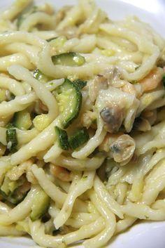 Strozzapreti in salsa di vongole, gamberetti e zucchine