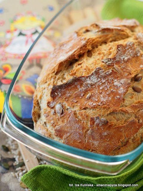 Chleb pszenny, drożdżowy, z naczynia żaroodpornego. Ten chleb rośnie kiedy śpisz!