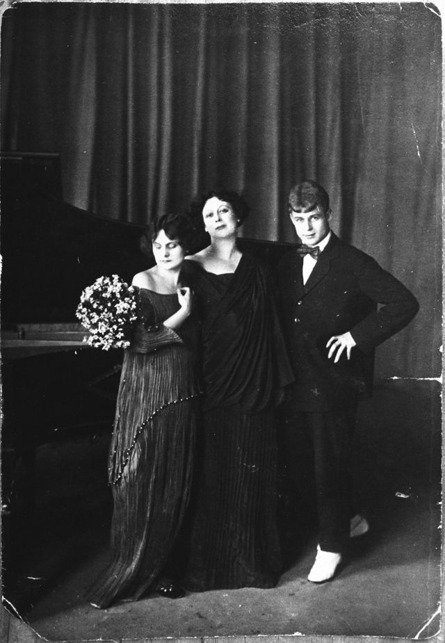 S.A. Yesenin, Irma Duncan, Isadora Duncan. 1922, May, 2. Moscow