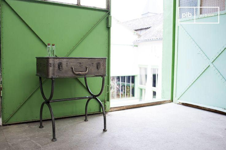 Bijzondere tafel die je kunt gebruiken als bar of dressoir. Het meubelstuk heeft veel vintage industriële details zoals zichtbare klinknagels en schroeven.