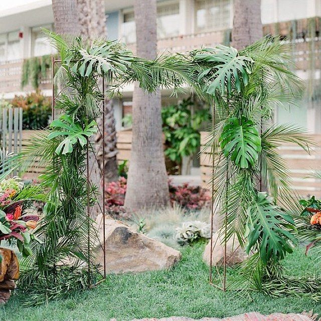 Sometimes, you just have to keep it simple! Perfect tropical wedding altar by @ella_and_louie | Design + Styling by @bijouxevents | Metal columns by @elaneventrentals | Venue @thegoodlandsb | For more edgy tropical images by @Iheartmygroom, click @100_layercake feature link in bio above ☝️| #bijouxevents #wedding #ceremony #altar #tropical #wedding #tropicalwedding  #Repost @thegoodlandsb ・・・ Insert bride & groom
